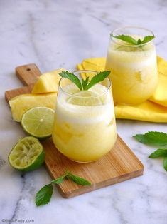 A delicious, juicy and refreshing limoncello prosecco cocktail made with only 3 simple ingredients and garnished with mint leaves and lemon wedges. Limoncello Cocktails, Cocktails Malibu, Summer Cocktails, Fruity Cocktails, Pineapple Cocktail, Pineapple Rum, Sangria Recipes With Rum, Margarita Recipes, Alcoholic Drink Recipes