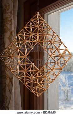 Himmeli is a Finnish Christmas decoration made from rye straw. They are also made in Germany and came to Finland - Stock Photo Straw Projects, Straw Crafts, Diy Straw, Diy Projects To Try, Holiday Crafts, Christmas Crafts, Christmas Decorations, Straw Art, Geometric Decor