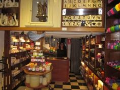 Cerabella Candlemakers in Barcelona. Secrets of Barcelona's Gothic District http://www.apartmentbarcelona.com/blog/2015/06/01/secrets-of-barcelonas-gothic-district/