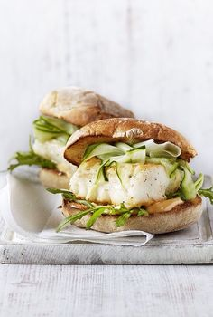 Spicy fish burger with chilli mayo I would use GF flour or cornflour in place of plain wheat flour its a small amount and shouldnt affect taste Dinner recipes Food deserts Delicious Yummy Burger Recipes, Fish Recipes, Seafood Recipes, Great Recipes, Cooking Recipes, Healthy Recipes, Hawaiian Recipes, Curry Recipes, Side Dishes