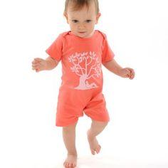 Combishort coton bio pour bébé fille ou garçon, couleur corail http://www.conscients.com/shop/fr/vetements-bio-bebe-garcon/46-combishort-coton-bio-corail-tree-hug-conscients.html