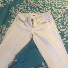 American Eagle Jeans White American Eagle Jeans, light wear, no discoloration, no stretching and no loose strings. American Eagle Outfitters Jeans Boot Cut