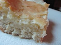 Gooey Philadelphia German Butter Cake (Butterkuchen)This is great breakfast cake. The topping should be gooey. Cherry pie filling can be added as a topping for variety. Breakfast And Brunch, Breakfast Cake, German Desserts, Just Desserts, Delicious Desserts, Yummy Food, Holiday Desserts, Holiday Treats, Amish Recipes