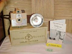 VINTAGE 1950s OFFICIAL GIRL SCOUT CAMERA for BROWNIE SCOUTS
