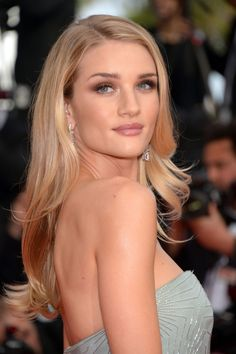Rosie Huntington-Whiteley - hair color- Hints of taupe and honey allover