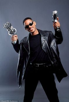 According to The Hollywood Reporter , those favourite sunglass wearing alien hunters are going to be revived for a series of three movies The Smiths, Ghost Movies, 90s Movies, Man In Black, Black Men, Will Smith Actor, Willian Smith, Bad Boys Movie, Hits Movie