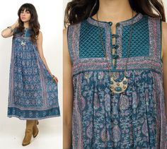 hunting for more mumus. Dress Indian Style, Indian Dresses, Indian Outfits, Indian Fashion, Boho Fashion, Fashion Dresses, Salwar Designs, Blouse Designs, Boho Midi Dress