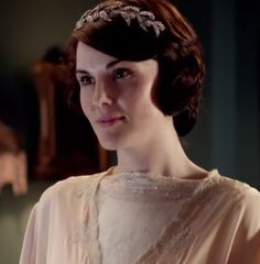 Mary's Downton Abbey wedding headpiece