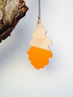 Kette aus Holz Eichenblatt-Design orange von FLAMINGO CAT auf DaWanda.com