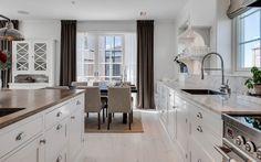 "Se fler bilder ifrån huset     New England hus A3075  ""Alla familjer är olika New England, Exeter, Kitchen Inspiration, Tiny Homes, Rum, Luxury Homes, Kitchens, Villa, Houses"