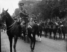 Mobilization of the British Army in August 4, 1914 Those were hard times of the First World War. In these photos you will see the mobilization of the British Army.