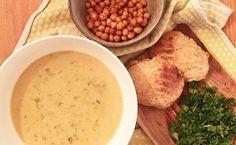 Efterårs-mad: Thai-inspireret suppe med ristet kikærter og hjemmebagt brød