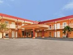 Tavares (FL) Americas Best Value Inn United States, North America Americas Best Value Inn is perfectly located for both business and leisure guests in Tavares (FL). Offering a variety of facilities and services, the hotel provides all you need for a good night's sleep. Facilities for disabled guests, Wi-Fi in public areas, car park, pets allowed are just some of the facilities on offer. Designed for comfort, selected guestrooms offer air conditioning, heating, telephone, satel...