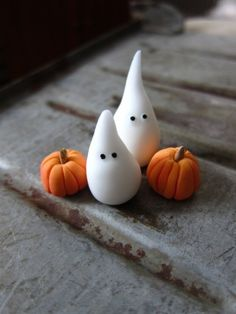 15 amazing Halloween polymer clay projects - DIY for late November - FImo DIY, polymer clay tutorials Polymer Clay Halloween, Fimo Clay, Polymer Clay Projects, Polymer Clay Sweets, Polymer Clay Figures, Clay Beads, Halloween Cupcakes, Halloween Treats, Halloween Ghosts