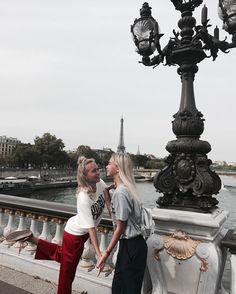 Lisa and Lena in Paris