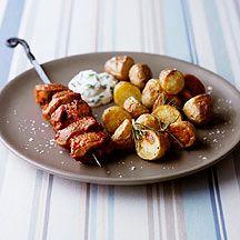 Lamm-Kebabs mit Harissa zu Ofenkartoffeln