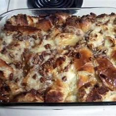 Cajun Bread Pudding Recipe **add lemon extract, make sat'd sugar soln with bourbon instead of water **use more corn syrup as well.taste test by dipping small bite of cooked pudding into sauce-in-the-making Cajun Bread Pudding Recipe, Chocolate Bread Pudding, Pudding Recipes, Chocolate Chips, White Chocolate, Cajun Desserts, Cajun Recipes, Bread Recipes, Dessert Recipes