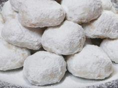 Ο δεκάλογος του τέλειου κουραμπιέ! Greek Sweets, Greek Desserts, Greek Recipes, Greek Cookies, Xmas Cookies, Kourabiedes Recipe, Sweet Corner, Christmas Cake Decorations, Sweets Cake