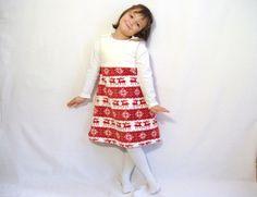 Voici une petite sélection de créations réalisées avec un micro-polaire imprimé dans un style tricot scandinave d'élans et de flocons, de jolies créations pour les fêtes de fin d'année !! Robe trapèze taille 5 ans : http://www.alittlemarket.com/mode-filles/fr_robe_trapeze_fille_5_ans_110_elans_et_flocons_jacquard_scandinave_rouge_et_blanc_casse_polaire_et_micro_polaire_-16360702.html...