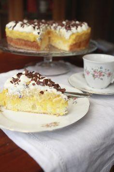 Heute schwelge ich mal in alten Kindheitserinnerungen. Kennt ihr das auch, es gibt bestimmte Gerichte, Kuchen oder Kekse mit denen man in seine Vergangenheit versetzt wird. Bei mir gibt es da so ei…