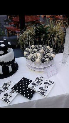 Black and white party - Wonder if Cat still loves black and white?
