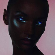 Draw Human Eyes metallic iridescent highlight highlighter halloween makeup look inspo inspiration ideas Pretty People, Beautiful People, Model Tips, The Wicked The Divine, Black Is Beautiful, Black Girl Magic, Black Girl Blue Eyes, Red Eyes, Boy Blue