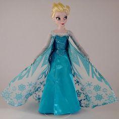 """littledeadlynightmare: """"Queen Elsa doll! from http://m.flickr.com/photos/68105287@N03/ """""""