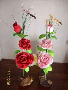 Resultado de imagen para centro de mesa con flores en goma eva