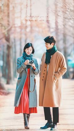 How to choose a dress for this summer? Song Hye Kyo Style, Park Bo Gum Wallpaper, Korean Drama Romance, Park Go Bum, Korean Best Friends, Wattpad Book Covers, Couple Photoshoot Poses, Minimalist Fashion Women, Kim Jin
