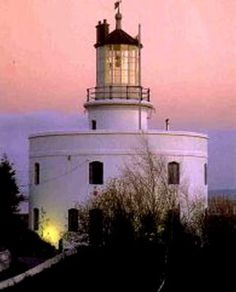 West Usk Lighthouse is situated halfway between Newport and Cardiff in South Wales. The lighthouse is privately owned and has been restored to a very high standard with a hot tub, four-poster beds, an exquisite spiral staircase and a beautiful roof garden with views across the Severn Estuary.