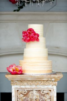 This column with simple cake, large beautiful flowers... just two ..stunning. Simple cakes with a more elaborate base, stand or table can work well together.