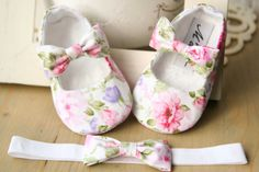 White floral baby girl shoes pink baby by MartBabyAccessories