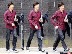 Benedict heading into work for Sherlock season 3! Notice the purple shirt, and he hasn't even gone through wardrobe yet! XD