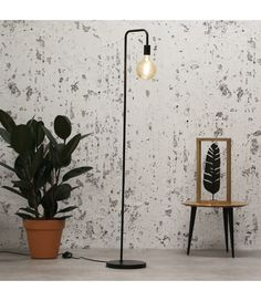 The industrial floor lamp Canton is a floor lamp with a sleek U shaped frame. With the black frame in combination with the open visible light source, this is a trendy and contemporary floor lamp. Can be combined in different interiors. Industrial Floor Lamps, Industrial Interiors, Industrial Table, Room Design Bedroom, Bathroom Interior Design, Arc Lamp, Drop Lights, Contemporary Floor Lamps, Beautiful Lights