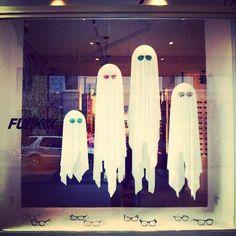 Diy Halloween Window Decorations, Halloween Window Display, Merchandising Displays, Store Displays, Xmas Theme, Window Display Retail, Decoration Vitrine, Christmas Store, Window Design