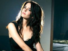 I'm pretty sure Eva Green is paid by the hair colorists to convince me to go brunette.