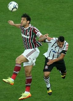 Fluminense - Brasileirao Series A 2014 In This Photo: Fred, Ralf Ralf of Corinthians (R) fights for the ball with Fred (L) of Fluminense during the match between Corinthians and Fluminense for the Brazilian Series A 2014 at Arena Corinthians on August 31, 2014 in Sao Paulo, Brazil. http://www.zimbio.com/photos/Fred/Brazil+v+Germany/qyt22lMy7_D