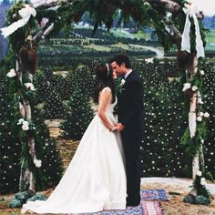 How to Ensure Your First Kiss Looks Killer on Camera | Brides.com