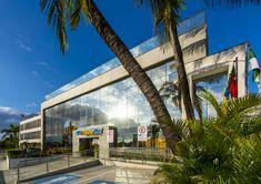 O Praiamar Natal Hotel & Convention está localizado a 50 metros da Praia de Ponta Negra, na melhor região de Natal. Rio Grande Do Norte, Surf, Mansions, House Styles, Water Playground, Play Areas, Littoral Zone, Surfing, Manor Houses