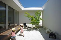 Hirao House looks closed, but, in fact, it is opened.  Spot garden or courtyard, which is provided in each place, captures the light and wind it without mind...