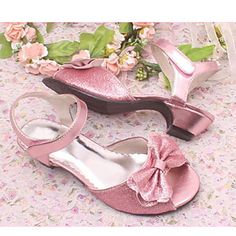 Moda en zapatos para niñas Cute Girl Shoes, Girls Shoes, Baby Shoes, Toddler Shoes, Doll Accessories, Indian Outfits, American Girl, High Heels, Brittany