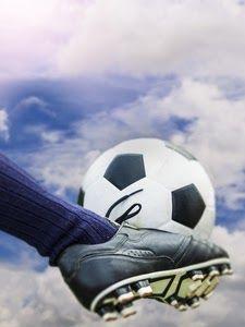 Best Football Wallpapers For Mobile Di 2020 Sepak Bola Pemain Sepak Bola Gambar Sepak Bola