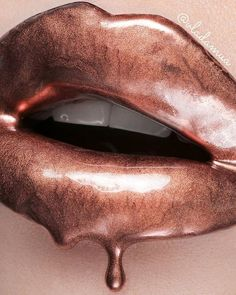 Liquid metal Cosmetic Powdered Metal in Copper mixed with lip gloss. Makeup Trends, Makeup Inspo, Makeup Art, Lip Artwork, Rose Gold Aesthetic, Drip Art, Wet N Wild Beauty, Edgy Girls, Dark Beauty Magazine