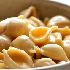 Instant Pot Mac and Cheese - made with 5 real food ingredients. This is SO MUCH BETTER than any mac and cheese I've ever had! mac and cheese recipe Pasta Recipes, Real Food Recipes, Cooking Recipes, Yummy Food, Vegetarian Recipes, Healthy Food, Healthy Chicken, Yummy Snacks, Healthy Recipes