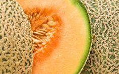 BENEFÍCIOS DO MELÃO PARA SUA SAÚDE.     O melão pode ser um ótimo complemento para qualquer dieta, mas você deve estar ciente de que, apesar de poucas calorias, ele tem um índice glicêmico médio, que se não consumido em quantidades apropriadas, irá elevar o seu nível de açúcar no sangue.
