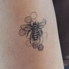 Reposting from /r/tattoos my bee-utiful Honey Bee tattoo done by Andrew Trueman @ Flowx Tattoo Bumble Bee Tattoo, Honey Bee Tattoo, Tattoos Masculinas, Body Art Tattoos, Small Tattoos, Sleeve Tattoos, Tatoos, Modern Tattoos, Weird Tattoos