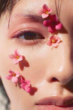 Acirc Acirc Middot Acirc Iexcl Moonlightmonth In 2019 Flower Makeup Aesthetic Makeup Art, Beauty Makeup, Makeup Ideas, Red Makeup, Face Makeup, Flower Makeup, Shotting Photo, Photographie Portrait Inspiration, Creative Portraits