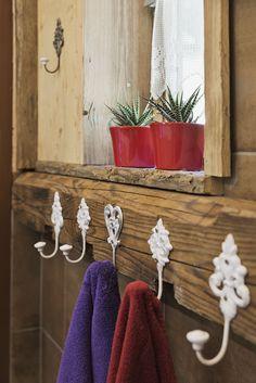 Badezimmer mit Regendusche in den Ferienwohnungen // Bathroom with rain shower in the holiday apartments