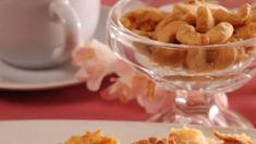 Viete si predstaviť šťavnatejší koláč? Jablká v sladkom súzvuku s tvarohom - Pluska.sk Pudding, Desserts, Food, Tailgate Desserts, Deserts, Custard Pudding, Essen, Puddings, Postres
