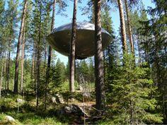 Dormir dans un OVNI -  Hôtel Treehotel au coeur de la foret Harads près de Luleå en Suède